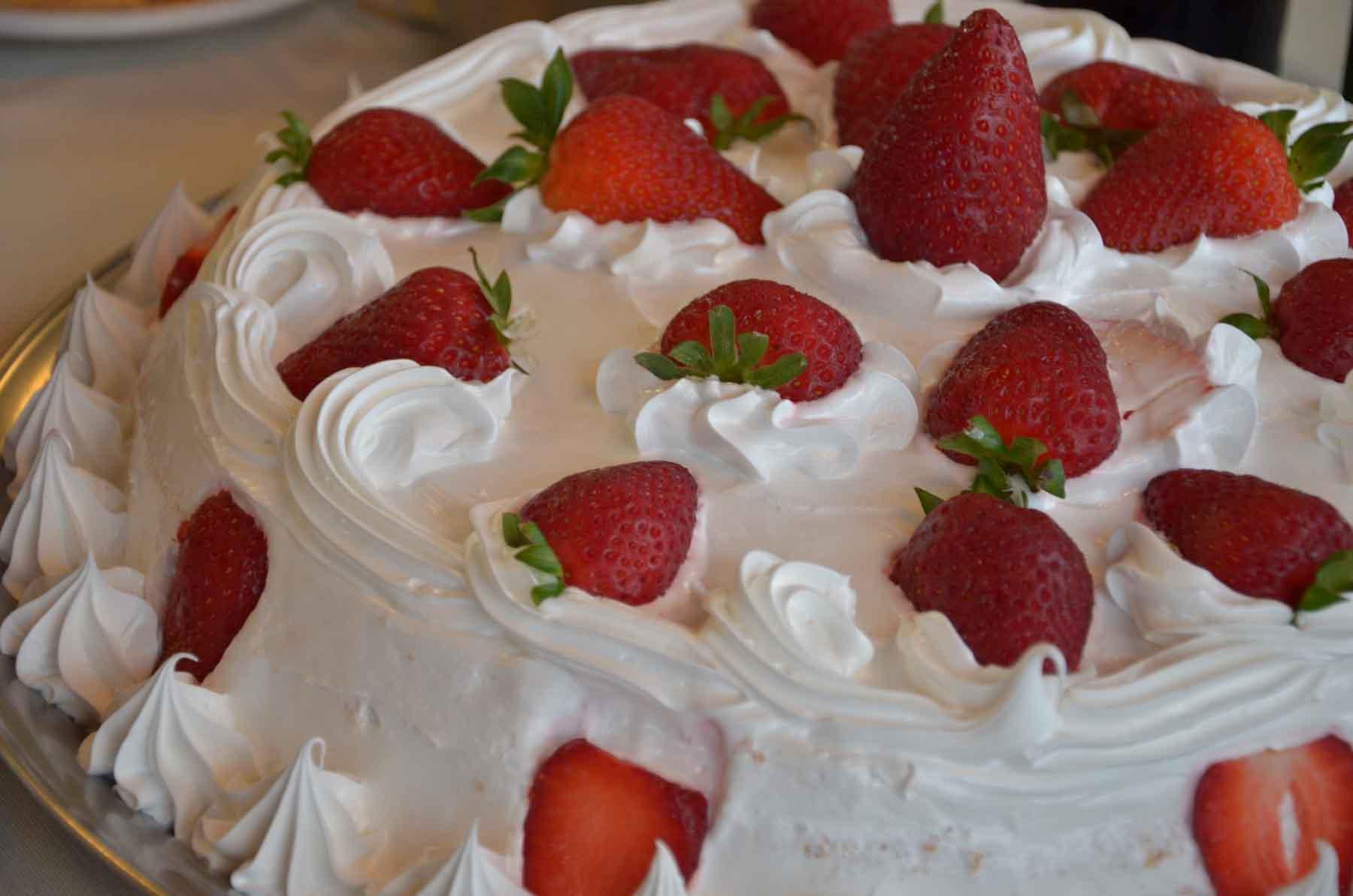 Torta Gelada de Morango Com Chantilly Torta Gelada de Morango